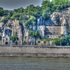 Budapest Cliff Castle